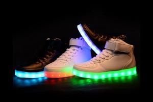 d8443abcca45 Светящиеся кроссовки в Керчь (Республика Крым) из Китая